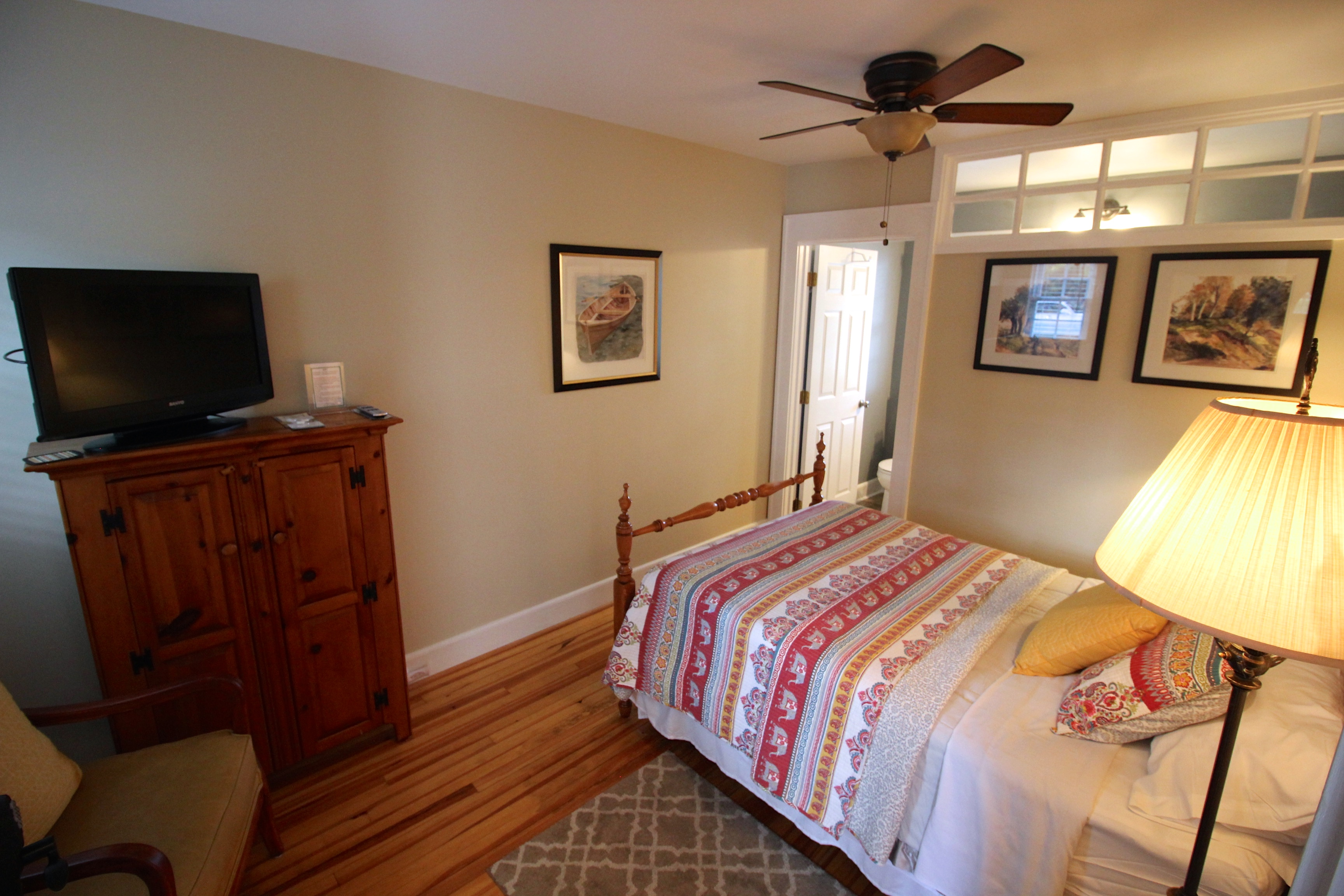 Full Bed at Pine Tavern Lodge Hotel Floyd