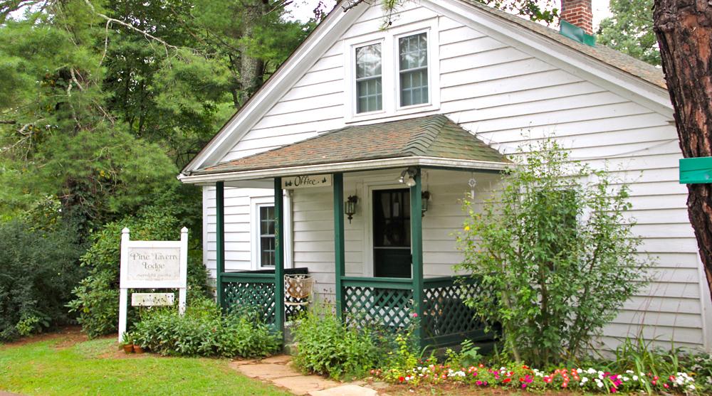 Pine Tavern Lodge Office